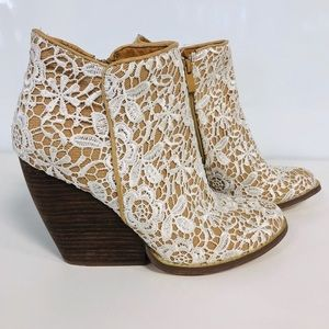 Very Volatile LA Boho Floral Lace Ankle Booties 9